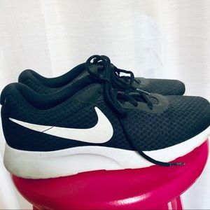 Casual Nike's Black and White